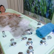 Pearl bath with additives