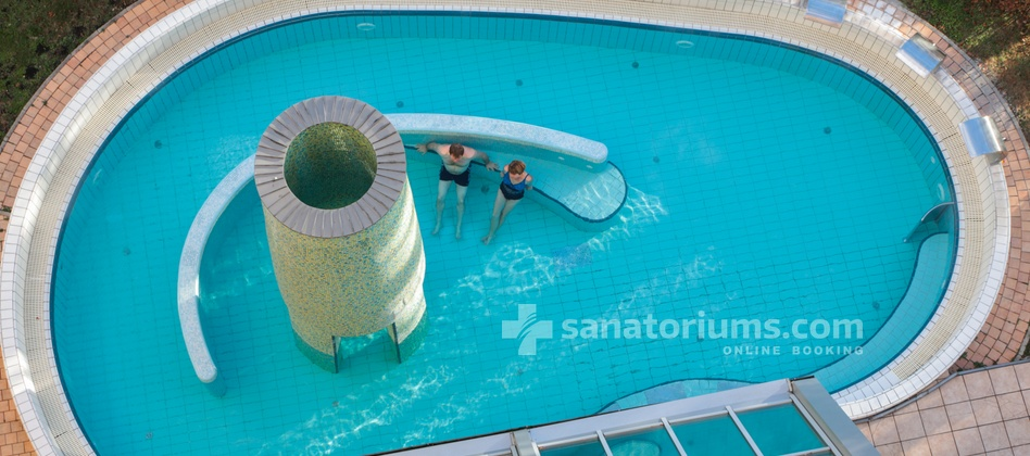 Spa Hotel Helios - outdoor pool with hydromassage jets