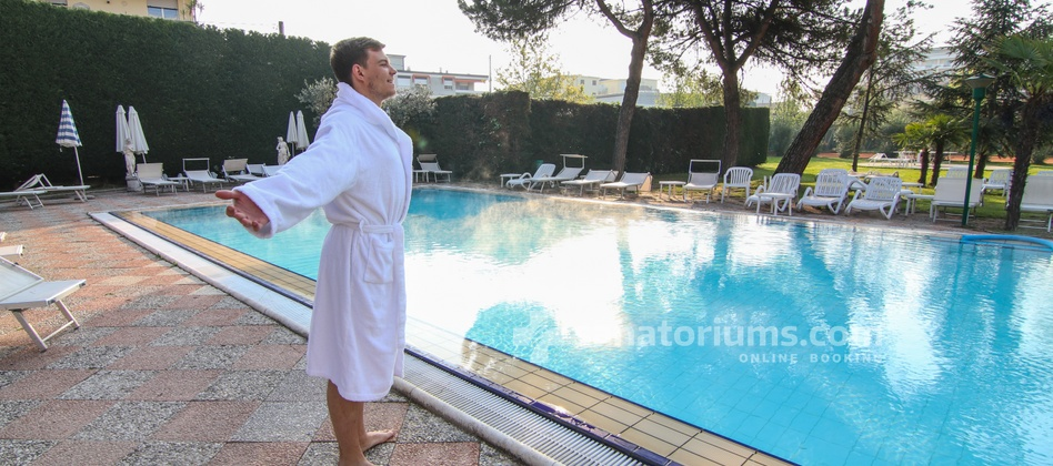 Spa Hotel Terme Milano - outdoor thermal pool with hydromassage jets