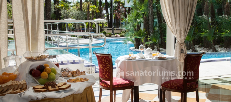 Grand Hotel Trieste & Victoria - breakfast near the pool