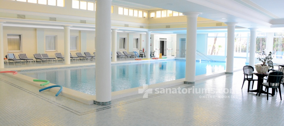 Spa Hotel Terme Due Torri - indoor thermal pool with hydromassage jets