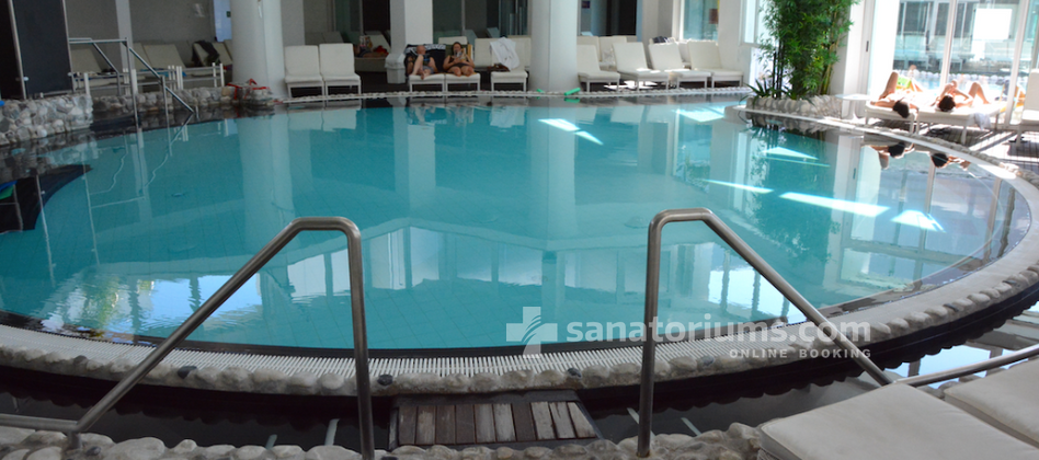 Spa Hotel Panoramic Plaza - indoor thermal pool with hydromassage jets