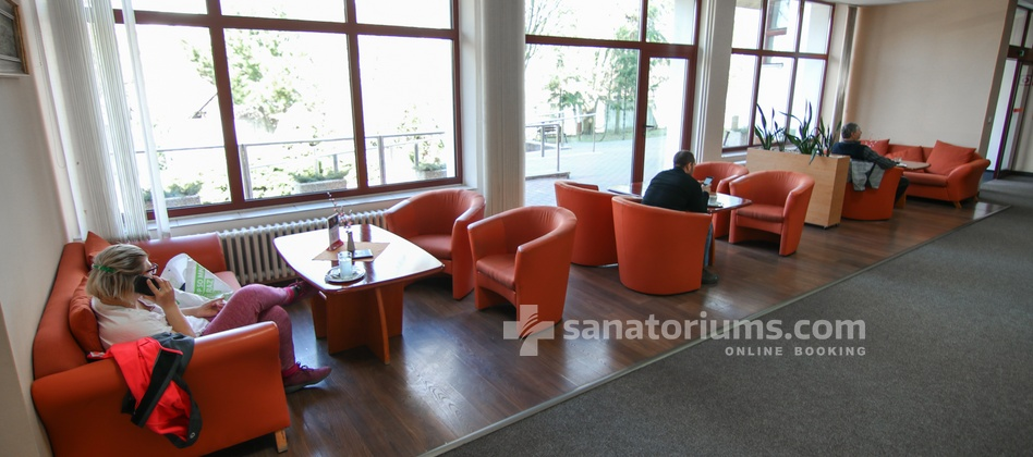 Spa Hotel Central - lobby bar is located in the building of the sanatorium Vietoris