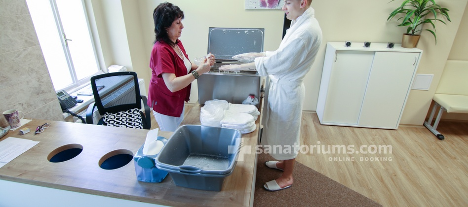 "Spa Hotel Jesenius - paraffin hands wrap in the medical department of the spa hotel ""Luisa"""
