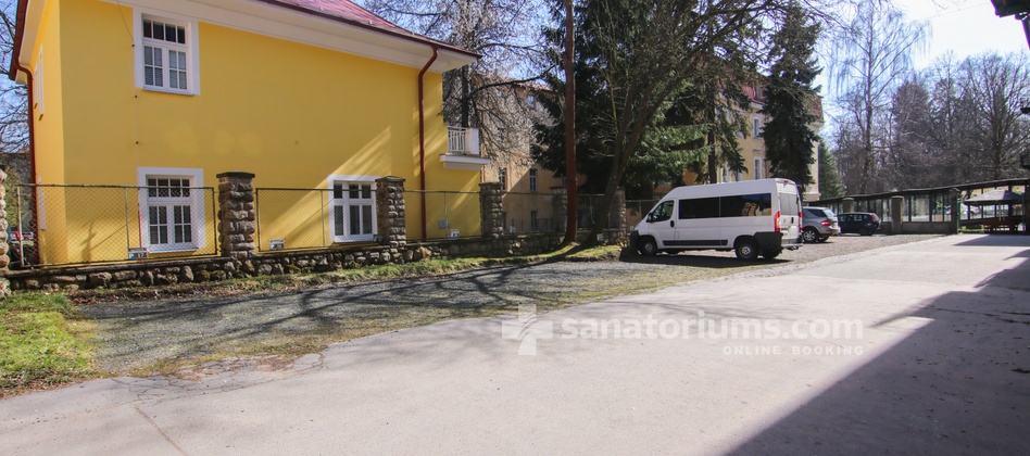 Spa Hotel Jesenius - parking for a fee