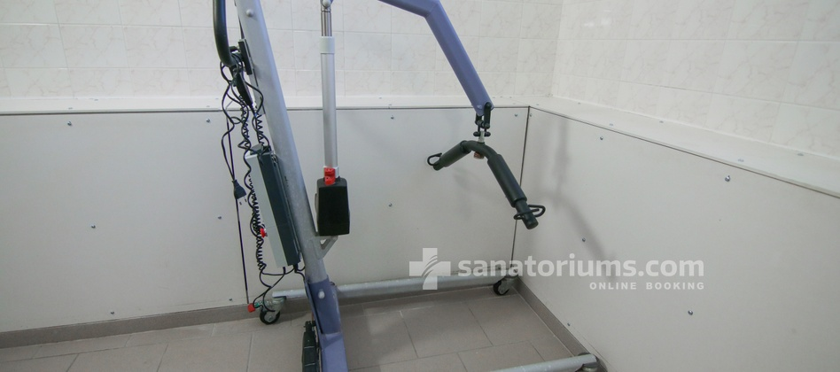 Spa-Hotel Sadovy Pramen - elevator to move to the bath for people with disabilities