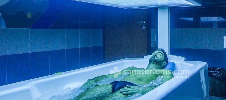 "Hotel Ercolini and Savi - thermal bath with hydromassage and solarium at the ""Terme Redi"" medical centermm"