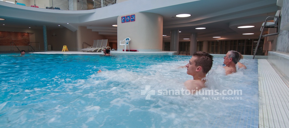 Hotel Slovenija - swimming pool with thermal mineral water and hydromassage jets at Terme & Wellness Palace