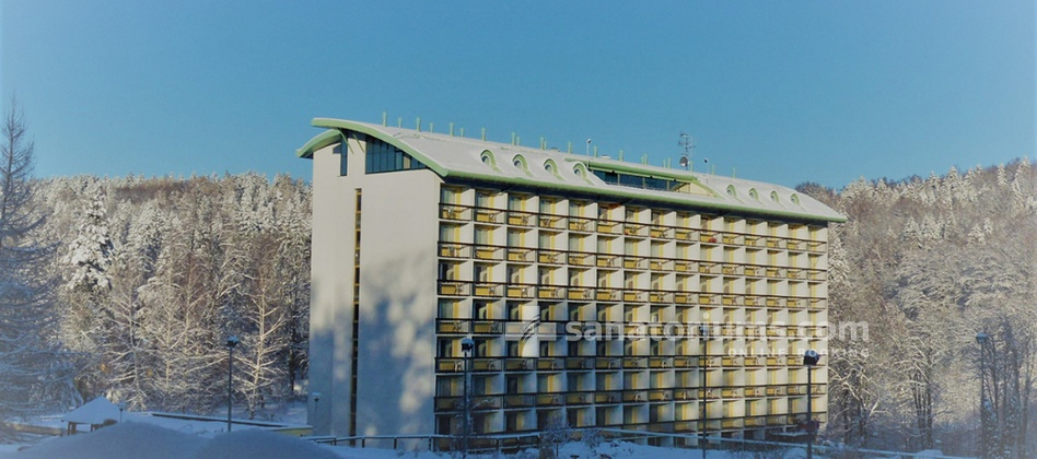 Spa Hotel Novy Dum - building in winter