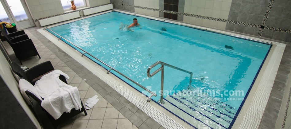 Spa Hotel Savoy - swimming pool 8x4 meter with hydromassage jets
